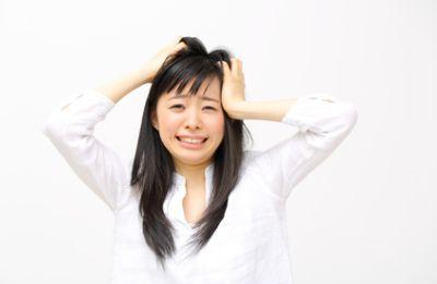 クセ毛に悩む女性