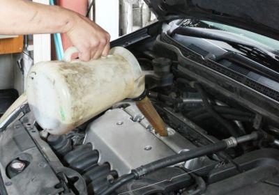 車のエンジンオイル